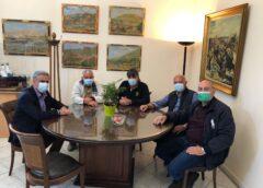 Το Δήμαρχο Χίου κ. Σταμάτη Κάρμαντζη επισκέφθηκαν εκπρόσωποι των συνταξιούχων ναυτικών